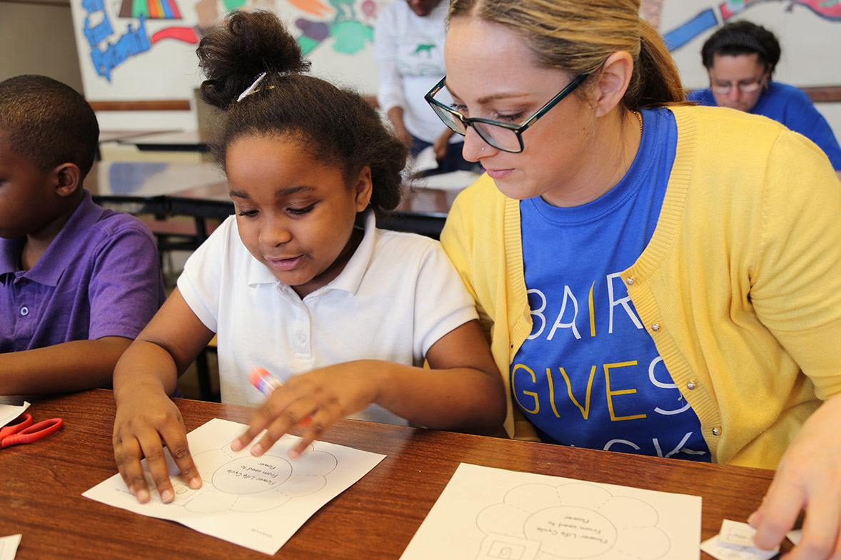 Baird associate voulunteers with a Boys and Girls Club after school program.